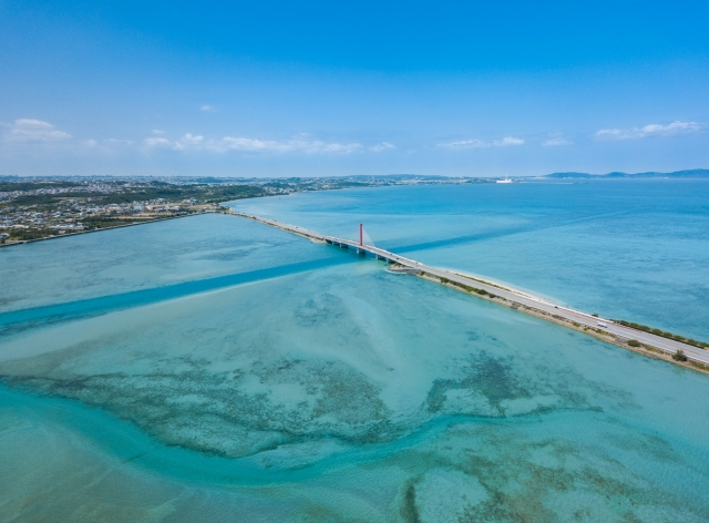 沖縄の海中道路(空撮)