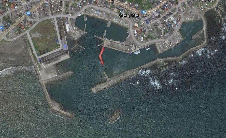 和田漁港-全体像01-市場前堤防