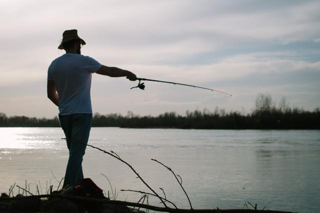河川釣りのイメージ写真
