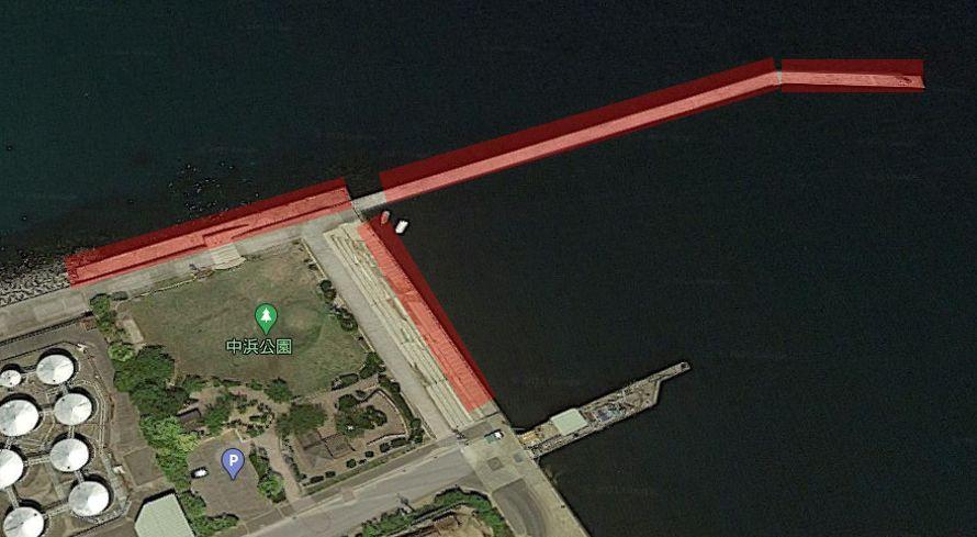 北側の防波堤(赤灯台波止)
