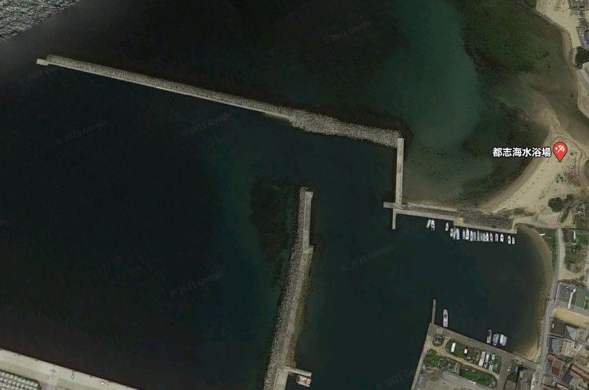 都志港-テトラで繋がった防波堤