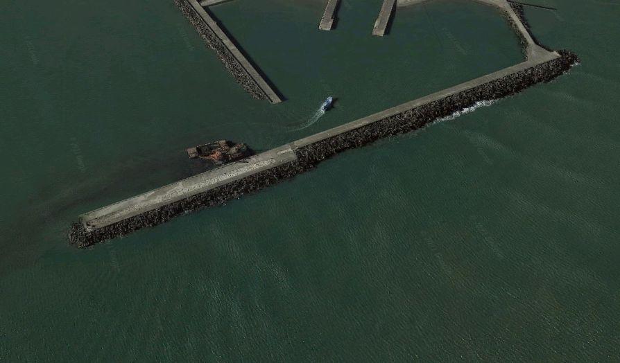片貝漁港-赤灯台の防波堤