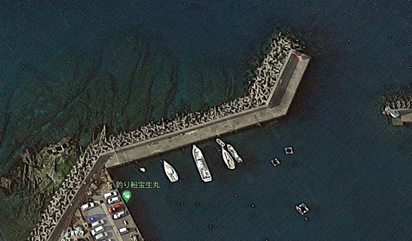 勝山港-赤灯台の防波堤