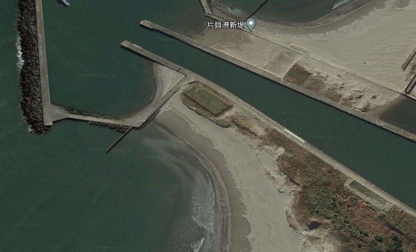 片貝漁港-作田川の河口堤防