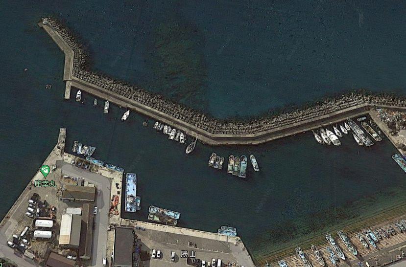 勝山港-白灯台の防波堤