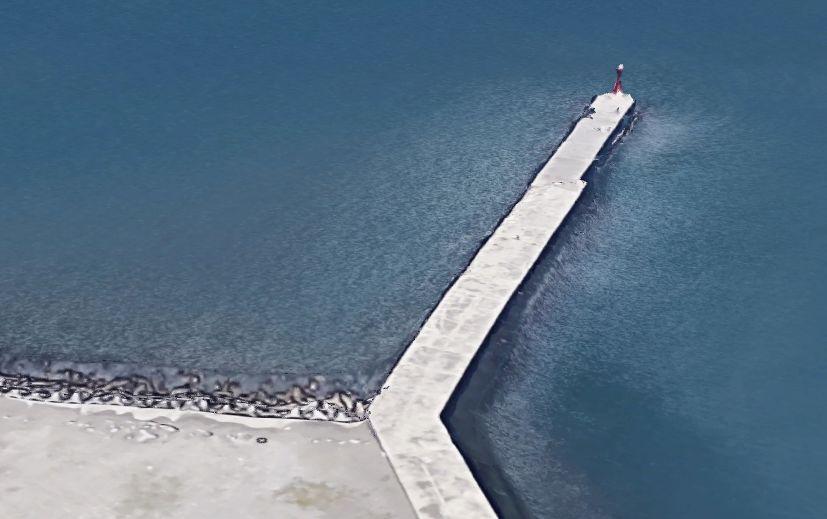大貫港-赤灯台の防波堤