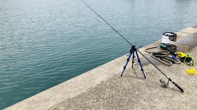 護岸での釣りのイメージ写真