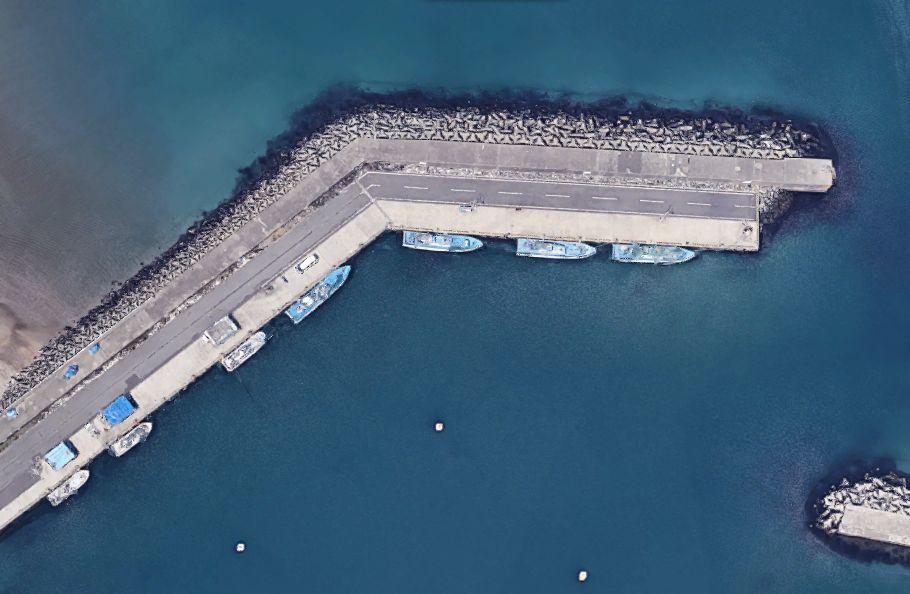磯崎港-港の西から伸びる防波堤