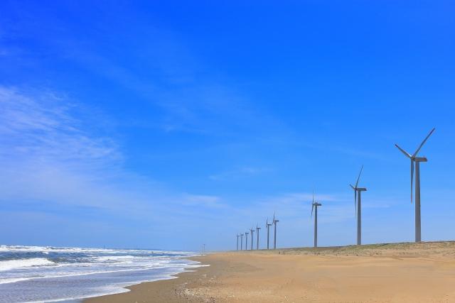 風力発電の風車のある茨城の海岸