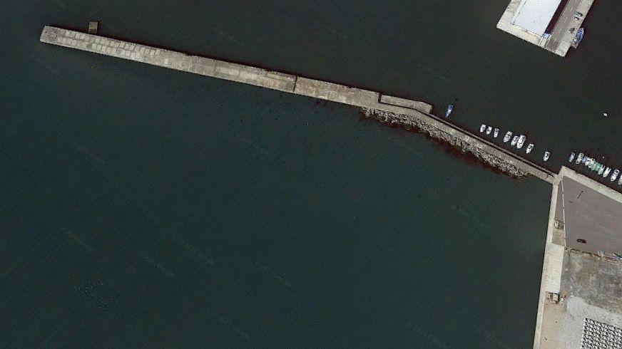 大津港-港の東側にある防波堤