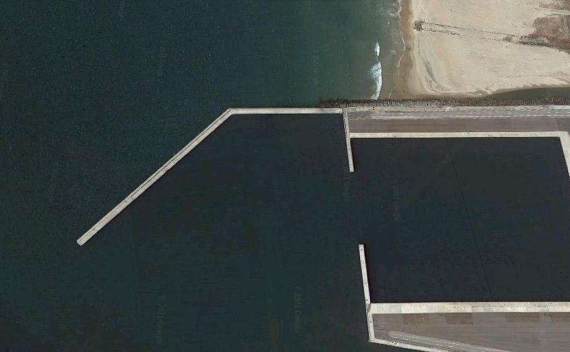 大津港-江戸上川河口の防波堤