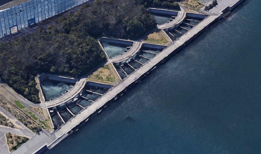 碧南釣り広場-温排水の排水口付近