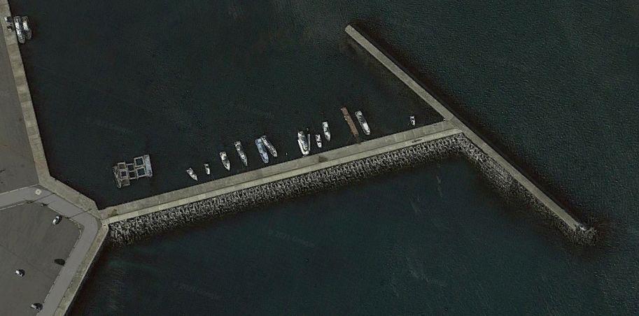 豊浜漁港-構内の防波堤