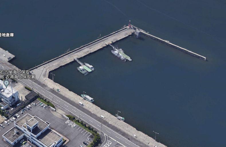 半田港-北側の護岸にある小さな防波堤