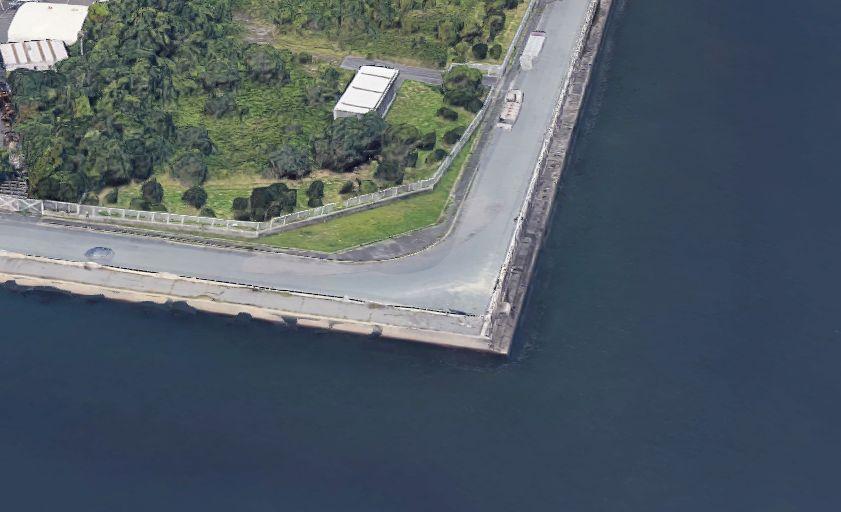 半田港-南側の護岸