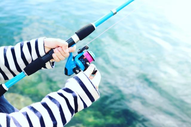釣りをする女性の手元